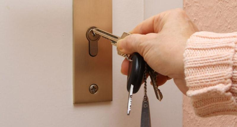 Как выписать и выселить человека из квартиры